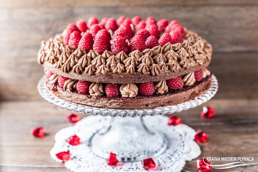 tort czekoladowy z malinami, tort czekoladowy, ciasto czekoladowe z malinami, tort czekoladowy z owocami, ciasto czekoladowe z owocami, masa czekoladowa do tortu, masa czekoladowa do ciasta, tort czekoladowy z masą, tort z masą czekoladową, masa na maśle, masa maślana, ciasto na urodziny, tort na urodziny, ciasto na walentynki, tort na walentynki, kraina miodem płynąca