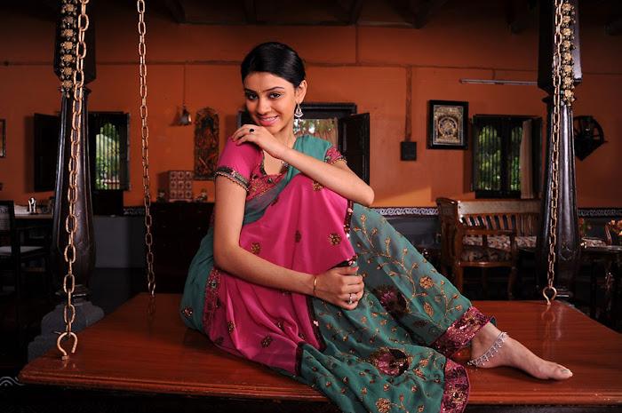 shobana glamour  images