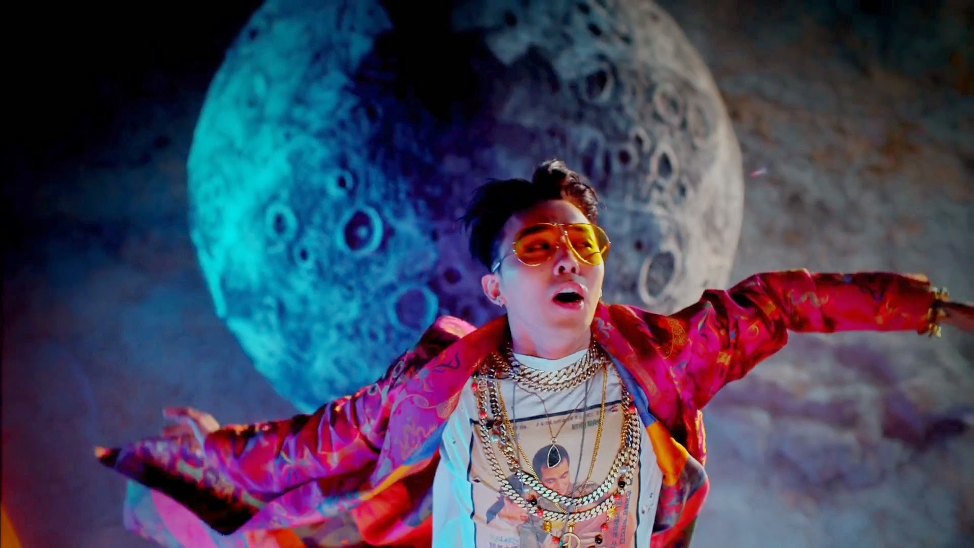 Big Bang's G-Dragon in Bae Bae MV