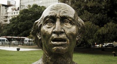 Plaza Lavalle - Busto de Miguel Hidalgo y Costilla, autor: Francisco Zuñiga