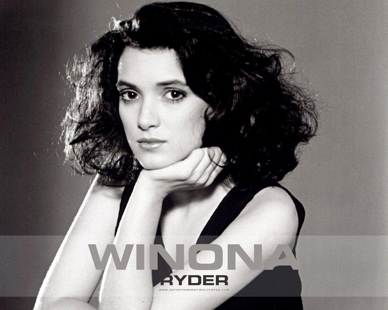 http://4.bp.blogspot.com/-9F02iIJaURA/TnN0BiBLYEI/AAAAAAAABCs/Eaq8W5AryuI/s1600/Winona-Ryder-winona-ryder-15505107-1280-1024.jpg