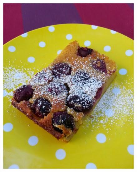 http://toulemondencuisine.wordpress.com/2014/06/23/recette-clafoutis-aux-cerises/
