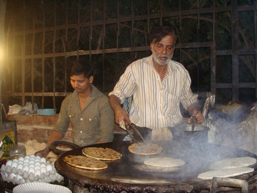Say goodbye to midnight hunger pangs, Hangout at these midnight food joints in Delhi 6