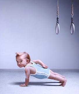 gambar gambar lucu bayi push up