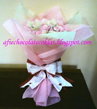 CHOC HAND BOUQUET ROSE