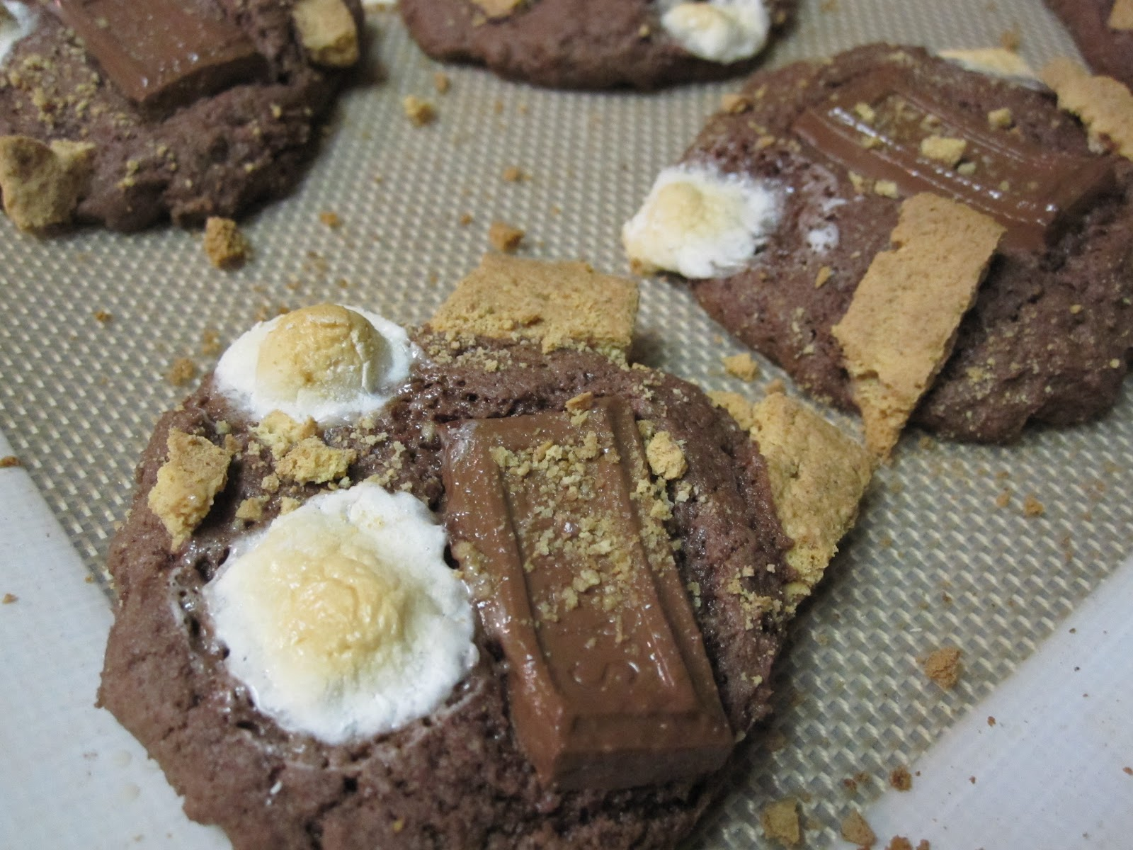 taylor made...: ... Chocolate Cake S'mores Cookies