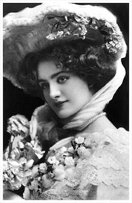 dama vintage con sombrero