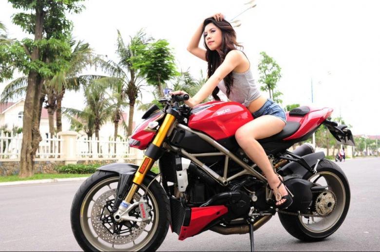 Ducati sexy