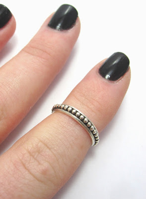 Wired Jewellery above knuckle ribbed ring