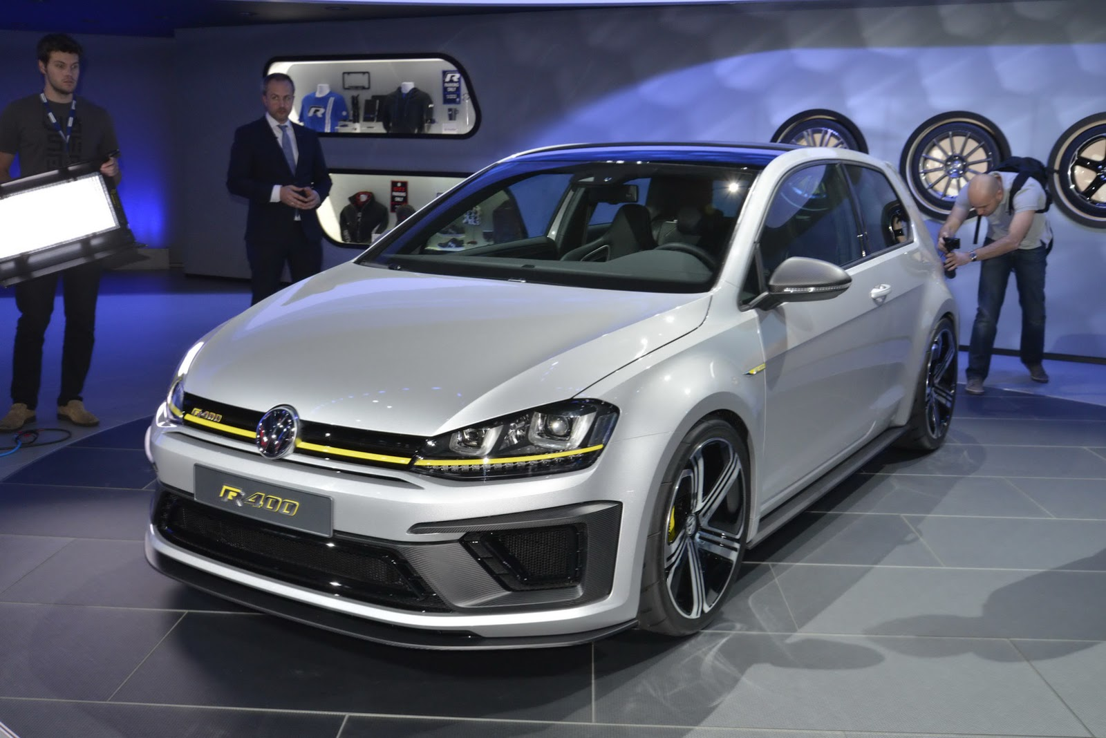 VW Golf Facelift Could Debut At Geneva Before R420 Variant