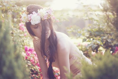 """""""Ela estava recheada de flores. É que no fundo, existem coisas que são só dela."""""""