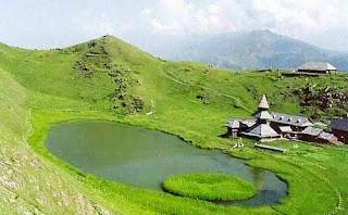 Kasauli (Best Honeymoon Destinations In India) 8