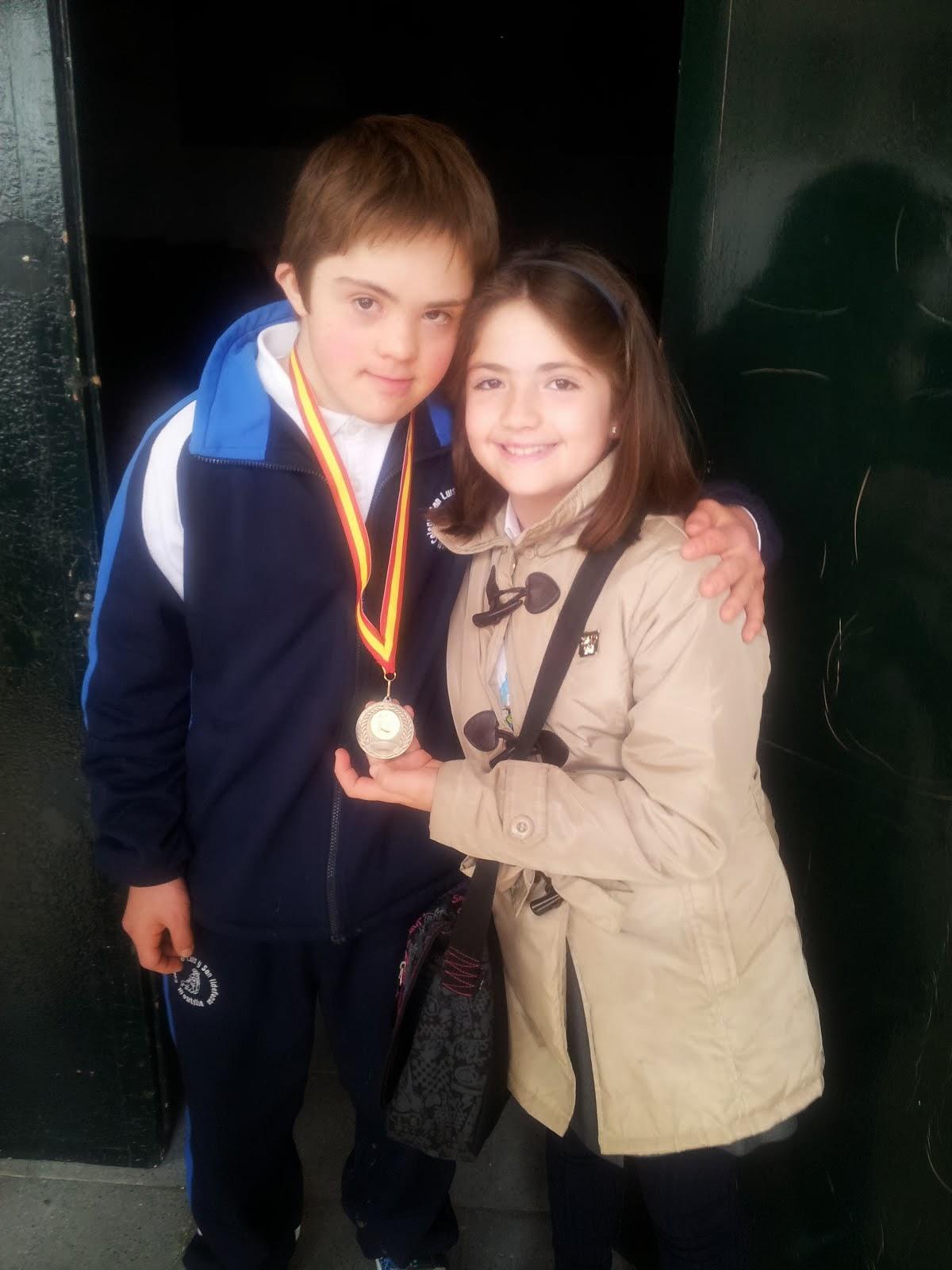 Y yo he ganado una medalla en el concurso de trompos