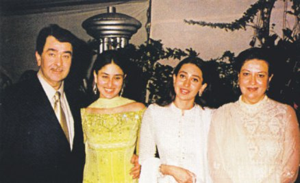 kareena kapoor with her family picture