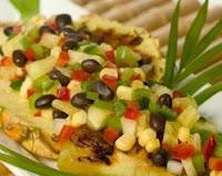 Salada Tropical de Feijão Preto com Abacaxi (vegana)