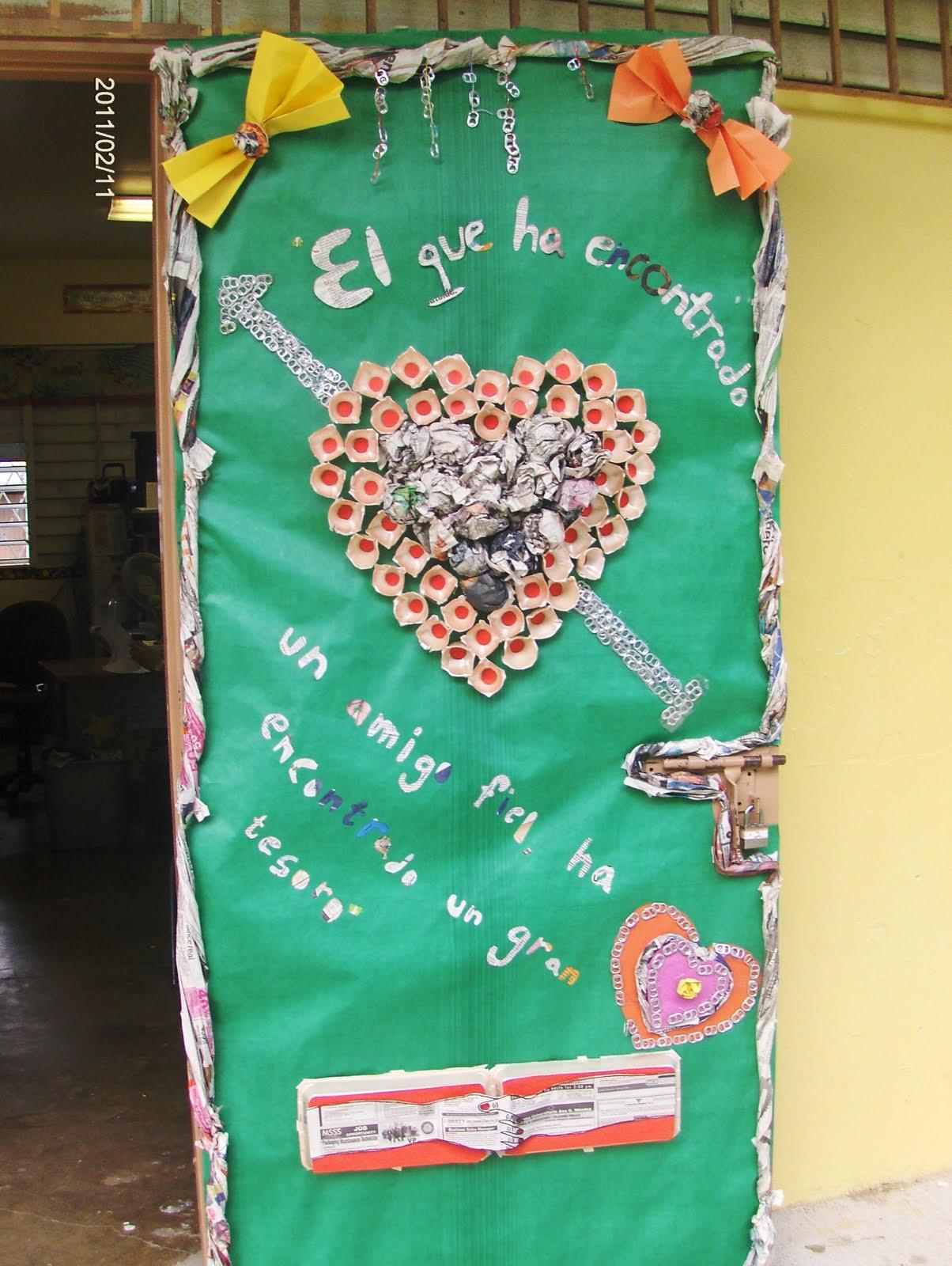 Biblioteca escolar benito ju rez certamen de adorno de for Puertas decoradas para regreso a clases