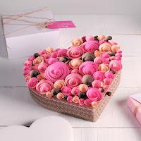 corazón de cartón decorado flores de papel