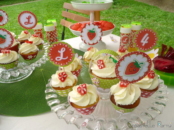 CreastelleParty - Fraise Kawaii - macarons / Kawaii Strawberry - cupcake topper