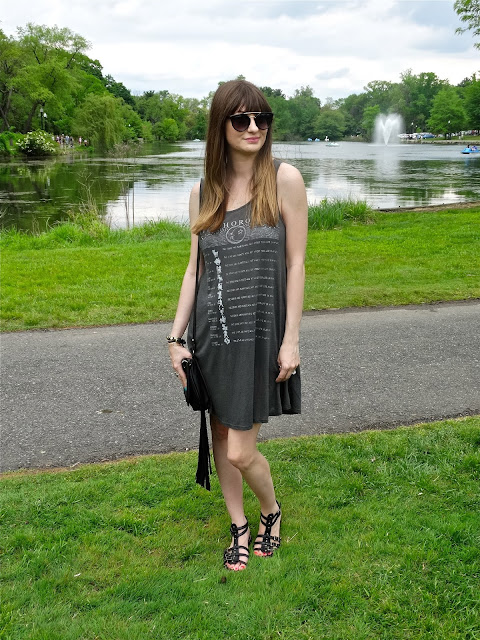 New Jersey fashion blogger Jen of House Of Jeffers styles a gypsy inspired look with gladiator sandals and a fringed Steve Madden Bag | www.houseofjeffers.com