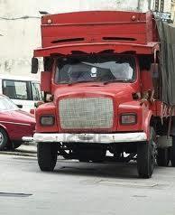 ko prečkam cesto me preseneti tovornjak │ iztrgan iz misli sem cinik │ kamion je vsaj ziher