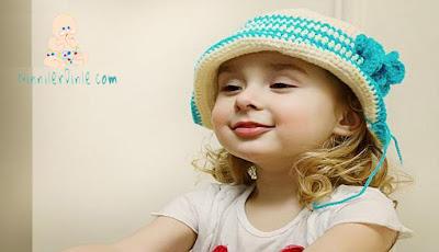 Şapkalı Kız bebek