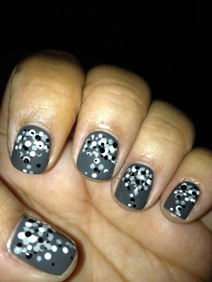 Gradient Dots Nail Art