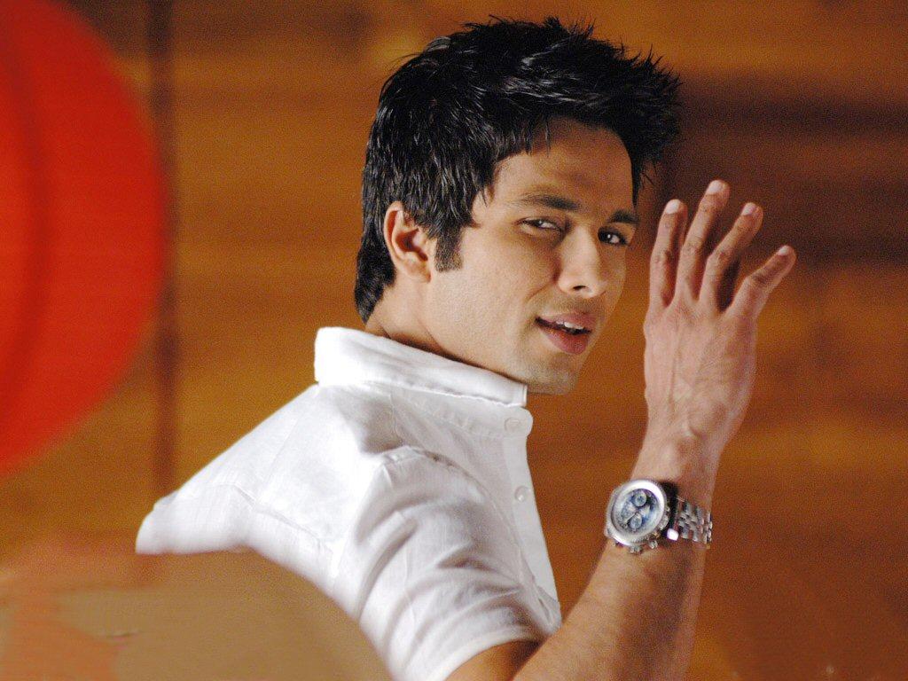 http://4.bp.blogspot.com/-9HaTiGlAKEY/UB1Gagg7hgI/AAAAAAAAAlU/W7pOnfTL1Cg/s1600/Bollywood-actor-Shahid-Kapoor-wallpaper-34493692.jpg