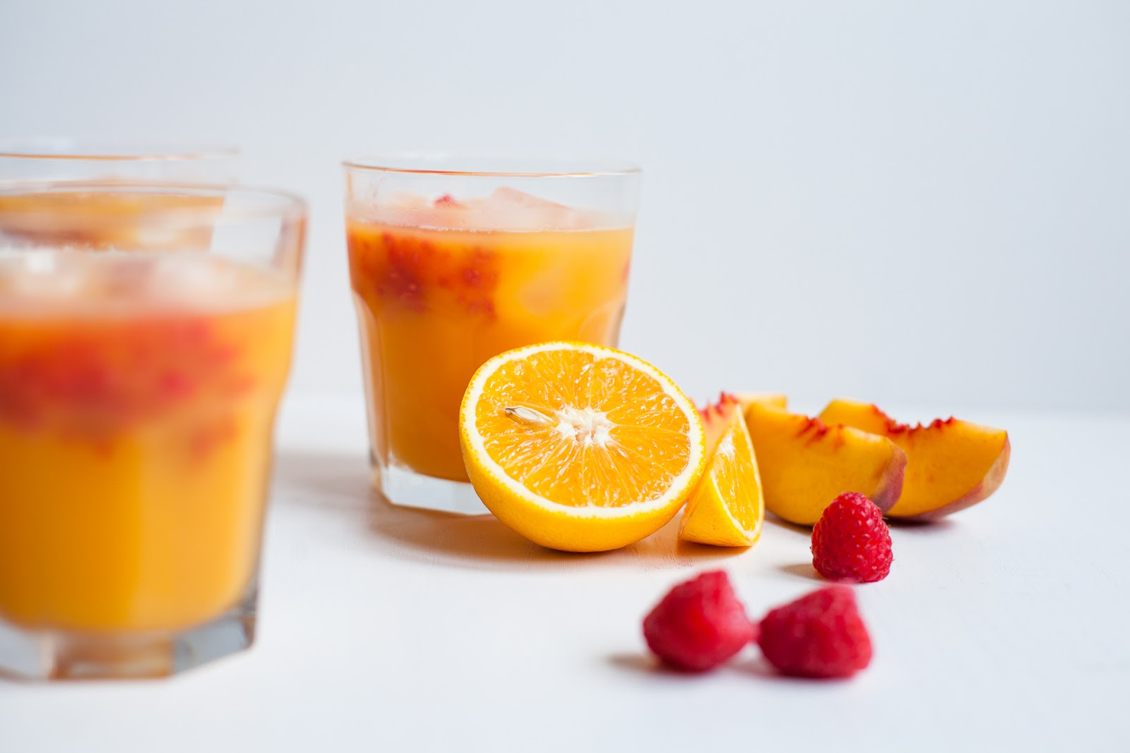 Morning Sunrise – Orange, Peach and Raspberry Juice / blog.jchongstudio.com