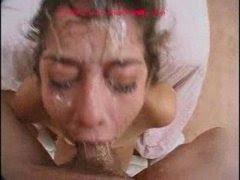 Пьяную сучки трахнул в рот и облил все лицо спермой