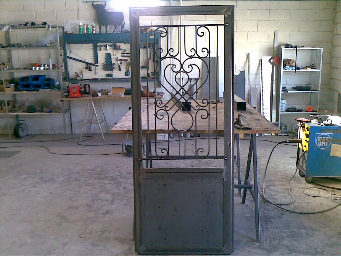 Metal mecanica velastegui quito como hacer una puerta for Como hacer una puerta de metal