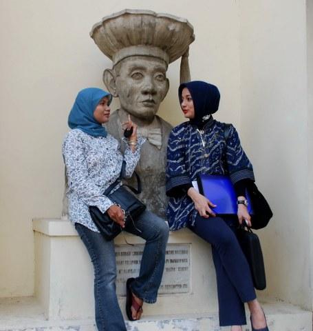 Elis Anis dan Marissa Haque: FH UGM di Yogyakarta