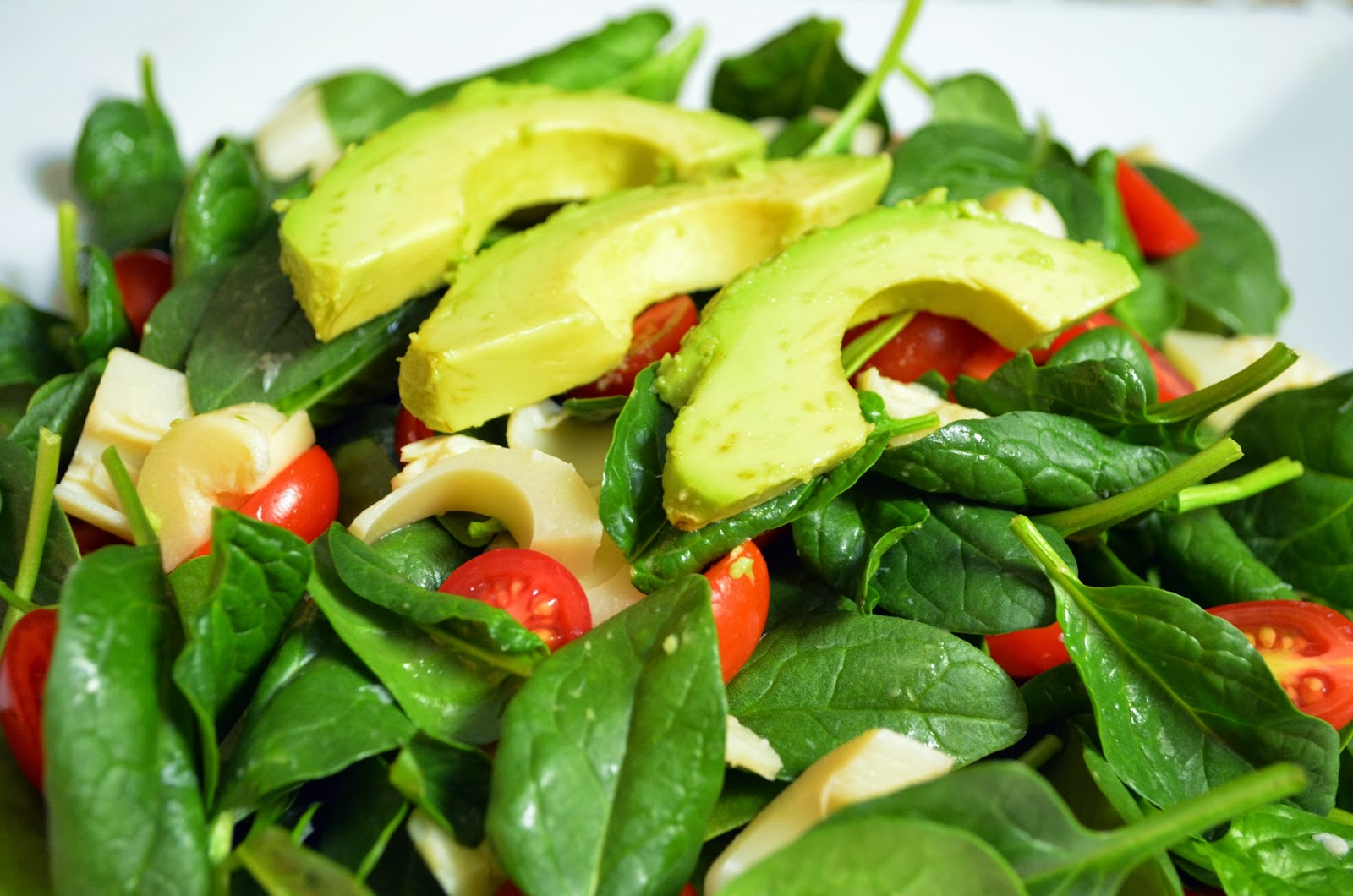 Spinach Salad with Tomatoes, Avocado, and Hearts of Palm ...