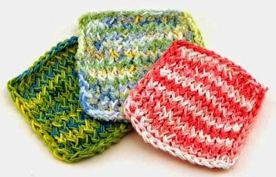 http://kniftyknitterweekly.blogspot.com/2013/12/dish-cloths-on-blue-round-knifty.html