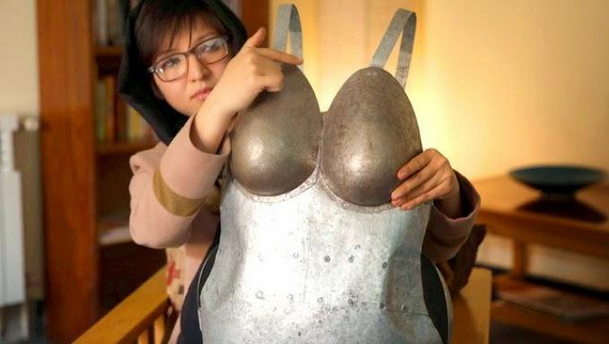 http://asalasah.blogspot.com/2015/04/wanita-ini-bikin-baju-besi-karena-kesal.html
