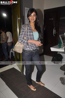 Sonal Chauhan in Denim Jeans