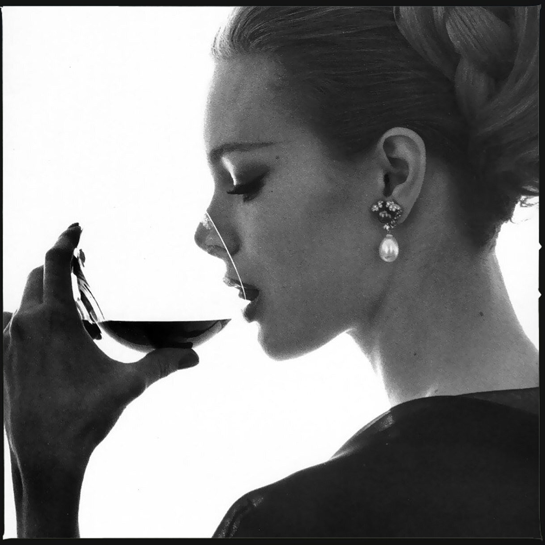 Женщина с бокалом вина картинки 4