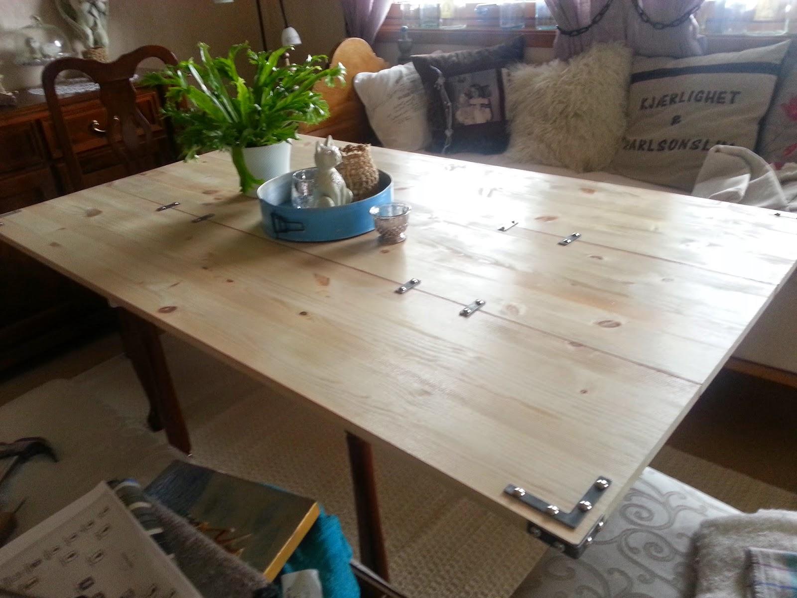Oppussing Av Spisebord. Good Spisebordet Som Er Brukt Er Cross ...