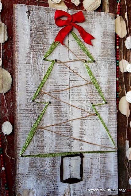 12 Days of Christmas Ribbon Tree http://bec4-beyondthepicketfence.blogspot.com/