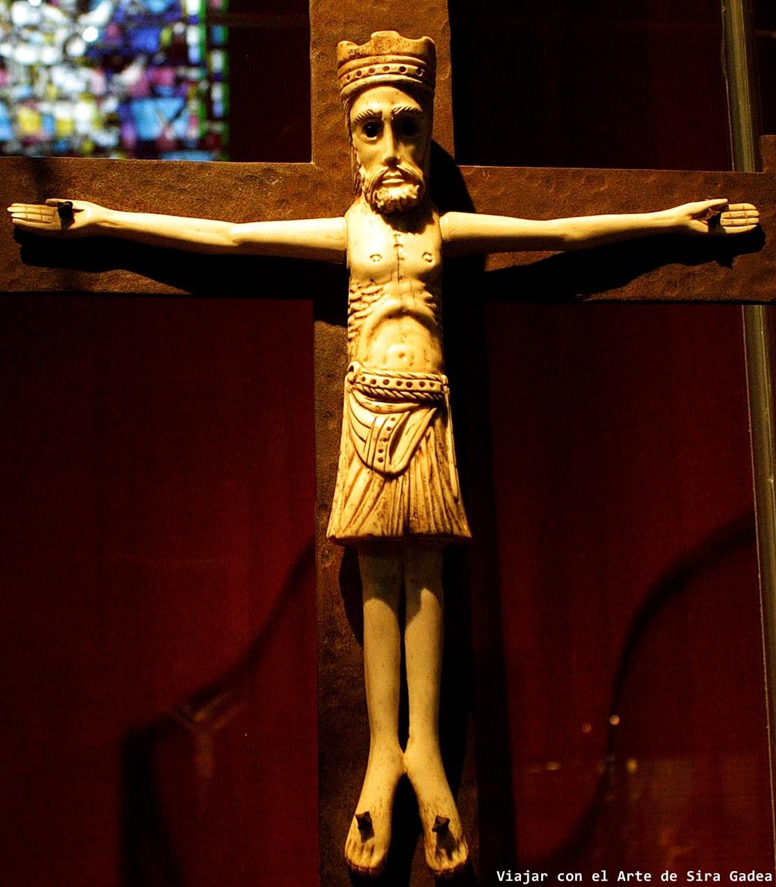Cristo marfil románico Museo catedral Ávila