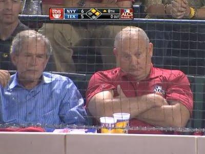 George Bush victime d'un attentat à la balle de baseball