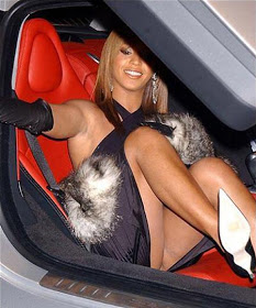 Britney Spears Car Exit Photo http://raqueldaily.blogspot.com/2012/12/beyonces-vjayjay-almost-exposed-in.html