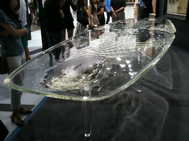 Liquid glacial table tr s studio blog de decoraci n for Zaha hadid liquid glacial