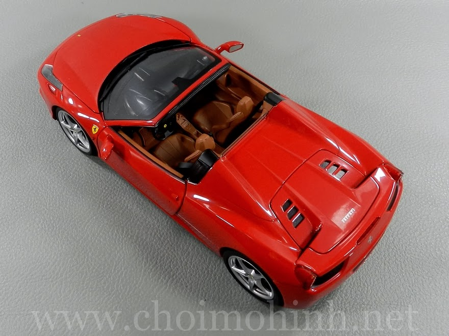 Ferrari 458 Spider 1:18 Hot Wheels up