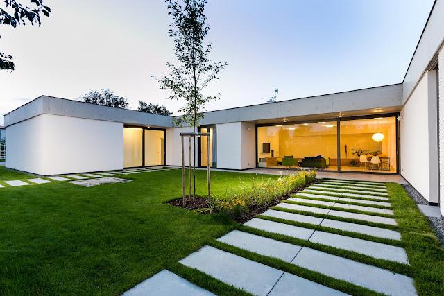 Casa moderna y privada dise o de casas home house design for Casa moderna 9 mirote y blancana