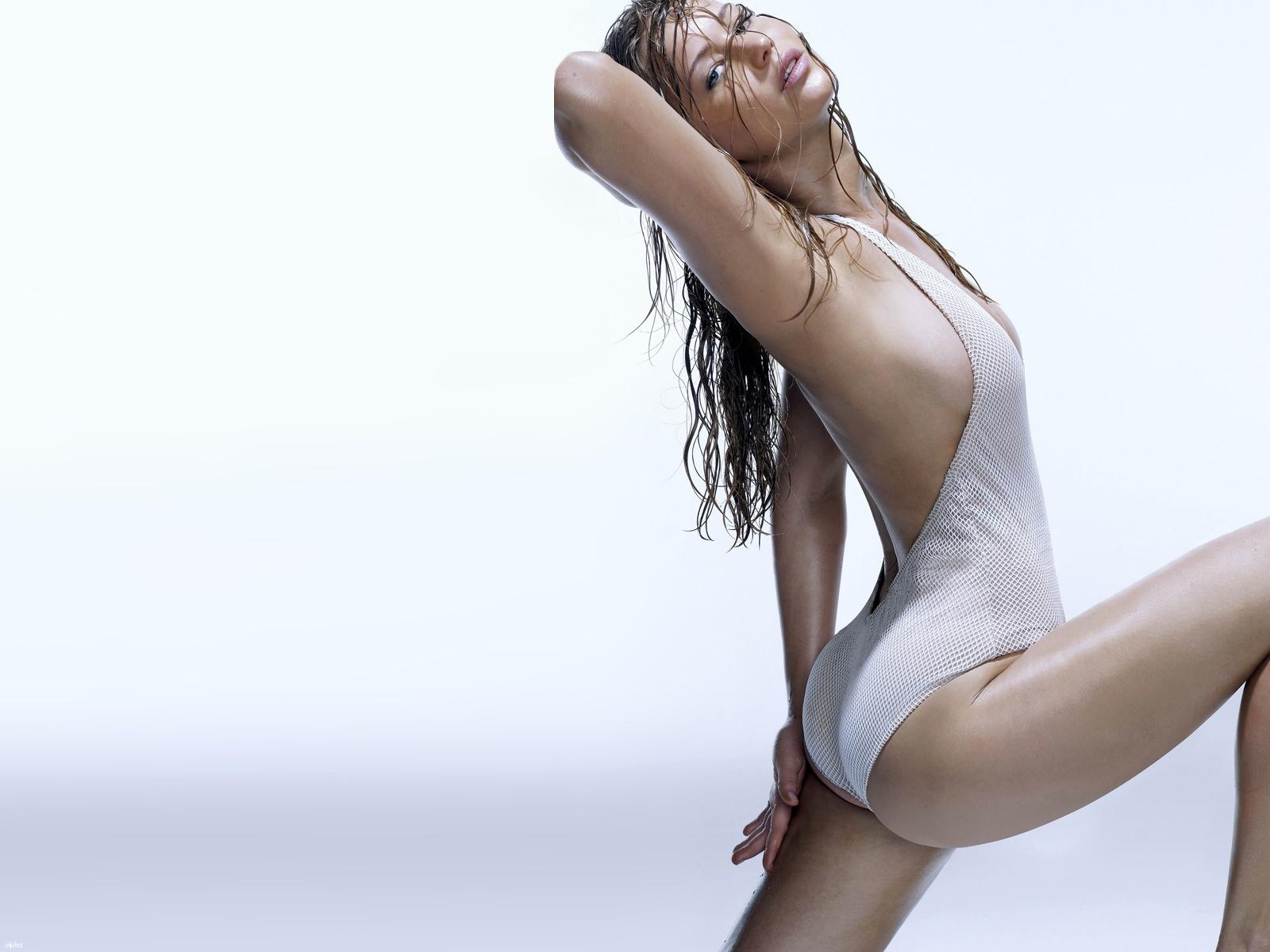 http://4.bp.blogspot.com/-9L0gZHjEztA/T5FNaSeXl8I/AAAAAAAAObE/Tw6LTtBn-nU/s1600/sploogeblog_jennifer_lawrence_cleavage_swimwear_wallpaper_03.jpg