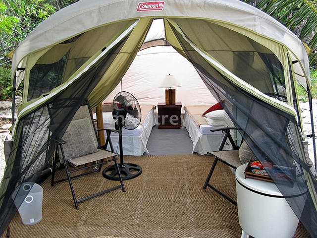 Sumilon Bluewater has gl&ing tents that can fit 4 to 6 people. I was told that they even have bigger tents that can fit larger groups. & Glamping at Sumilon Bluewater: Getting out of my comfort zone