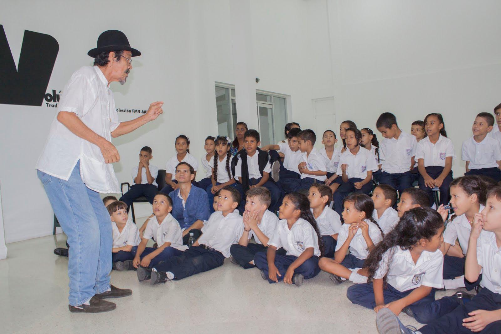Contando a los niños de las escuelas