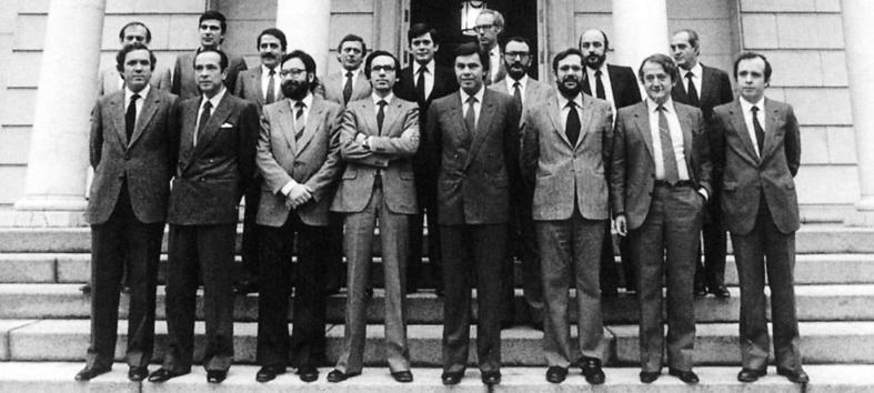 Primer gobierno socialista en 1982 presidido por Felipe González