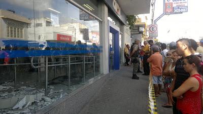 Bandidos explodem caixa eletrônico em Limoeiro