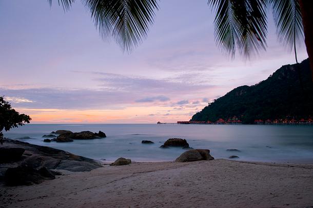 من أروع الشواطئ في العالم على خورة فقط ! malaysia.png